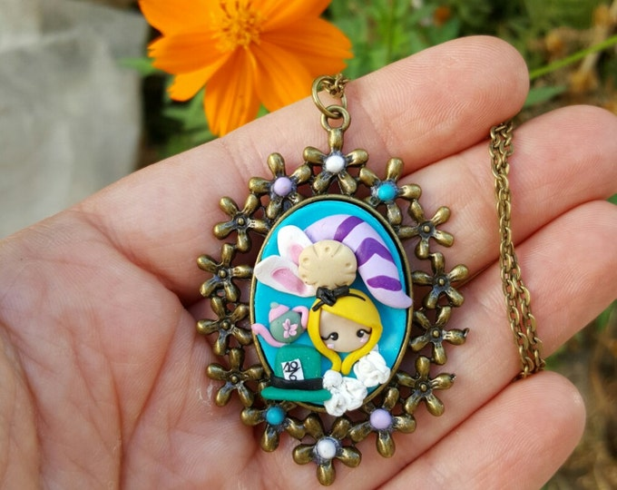 Alice in wonderland inspired, bronze cameo necklace with cookie EAT ME. Alice jewelry. Eat  me cookie. Disney jewelry.
