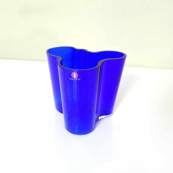 vintage alvar aalto blue cobalt savoy vase for iittala. Black Bedroom Furniture Sets. Home Design Ideas