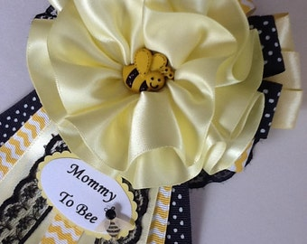Bumble Bee baby shower corsage/Mommy to be corsage/Mommy to Bee corsage/Gender neutral baby shower corsage/Baby shower corsage