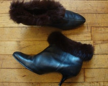 Vintage 1950's-60's Black Leather Bad Girl Ankle Boots with Rabbit Fur Trim * Size 8 B