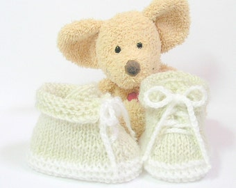 "Beige and white handmade baby booties "" my first shoes"" 0/2 months Tricotmuse"