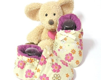Baby girl slippers made of cotton fabric with flowers, size 3 to 6 months