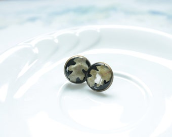 Eco resin black earrings with inclusion of real oak leaves / Original jewelry for nature lovers