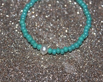 Turquoise beaded bracelet with freshwater pearl