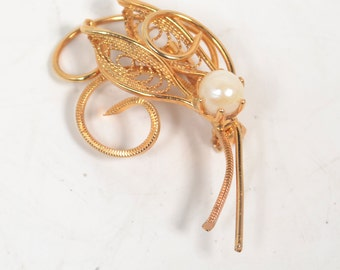 Very Dainty Vintage Gold Tone & Pearl Pin/Brooch