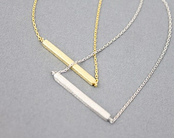 Simple and Modern Silver Bar Pendant Necklace.