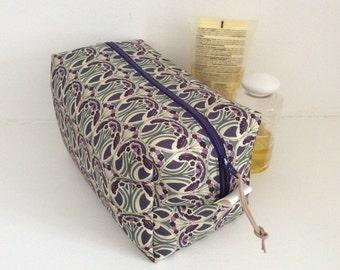 Liberty of London washbag, toiletry bag, travel bag, cosmetics , makeup bag with waterproof lining, sponge bag.