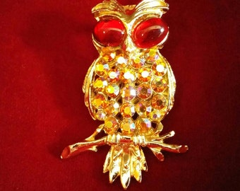 Vintage owl brooch, lots of sparkle!