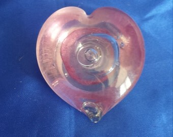 Glass heart paperweight pink swirl .