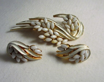 Vintage Brooch and Matching clip on Earrings ART