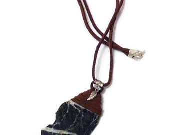 Necklace with pendant slate and flat leather for men