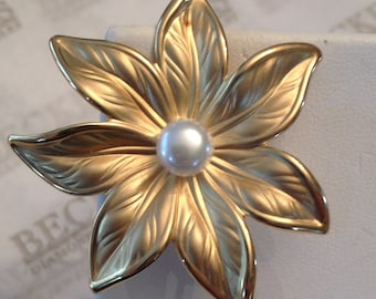 Vintage large 18k yellow gold 7 Petaled Flower Pin with Matte & Shiny FInish and 7mm Freshwater Button Pearl Center signed FB