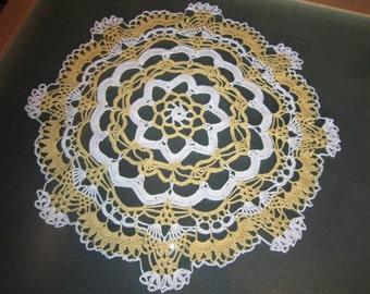 Round crochet blanket blue-white or white yellow