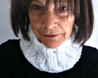 White Cowl, Neck Warmer, Warm, Acrylic, Cosy, Winter, Cowl, Handmade, Scarf,