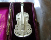 ANTIQUE VICTORIAN SILVER Violin Brooch - R.J Wakefield - 1896- 5cms long!!!