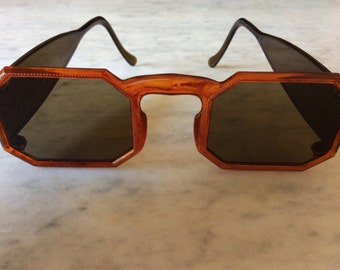 Vintage  sunglasses. Patent no 2177610 made in USA  1939