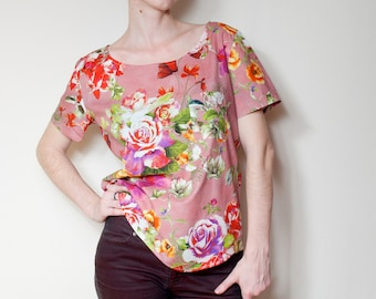 T-shirt with delicate floral prints