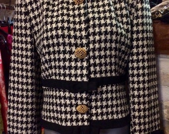 1990's houndstooth pattern jacket, with huge gold-colored buttons, shoulder pads. Size M.