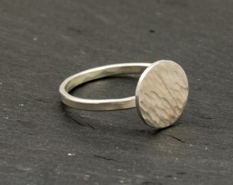Ring, sterling silver, disc, hammered