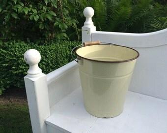 Vintage enamel bucket * beige * small