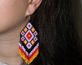 Peyote stitch earrings, huichol earrings, peyote stitch beaded earrings,