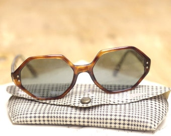 Hipple Sunglasses with Hounds Tooth casing