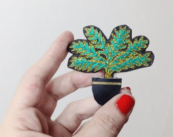 Spindle Palm accessory hand embroidered