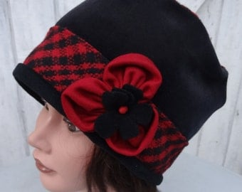 Hat toque woman in black and Red cotton velvet and wool - size 58cm