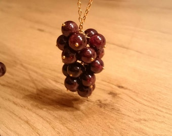 "Necklace ""Weihntrauben"". Chain with a pendant of Garnet and real gold-plated silver."