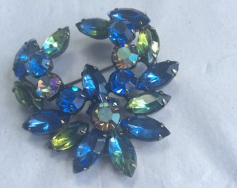 Kramer brooch - signed - blues and green