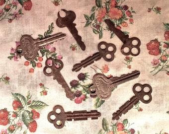 Antique Keys - Vintage - set of 8