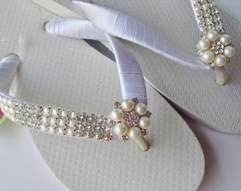 Pearl and Rhinestones Bridal Flip Flop, Bridal Sandals, Beach Wedding Sandals, Rhinestones Wedding Flip Flops, Wedding Destination Sandals