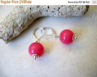 ON SALE Vintage 1970s Silver Hot Pink Plastic Dangle Earrings 62216