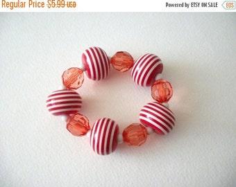 ON SALE Retro Chunky Red White Bracelet 8116