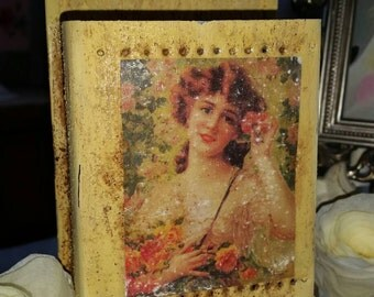 Vintage matchstick holder, matchstick dispenser.