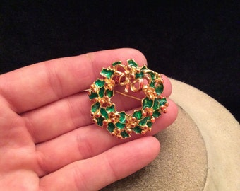 Vintage Red & Green Enameled Christmas Wreathe Pin
