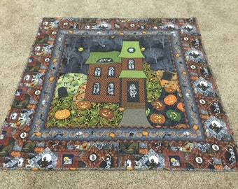 Haunted House Appliqued and Quilted Wallhanging or Throw