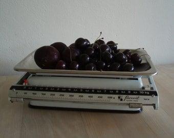 Libela favorit kitchen scales – chrome and white enamel kitchen scales