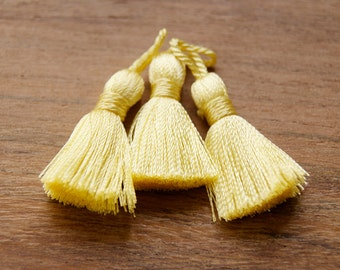 TS0234, pale yellow tassel, quality tassel, medium tassel, jewelry making tassels, tassels supplies, pale yellow medium tassels 2,5cm
