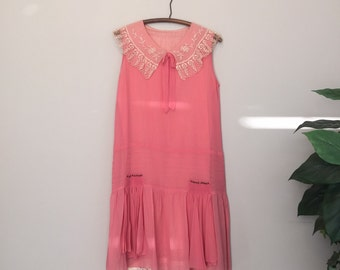 Vintage 1920s Pink Lace Collar Dress