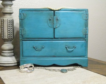 Hand Painted and Distressed Vintage Jewelry Box, Shabby Chic Jewelry Box