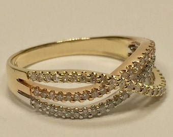 14k lady's 3 color diamond wavy ring