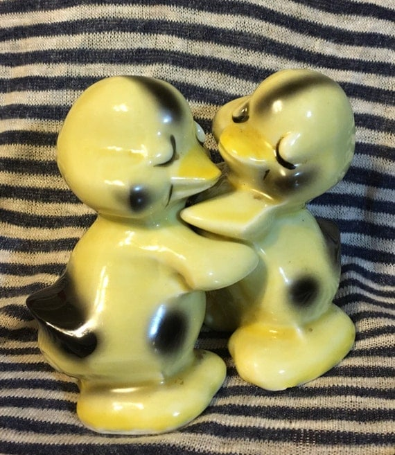 Vintage porcelain yellow hugging ducks salt and pepper shakers - Hugging salt and pepper shakers ...