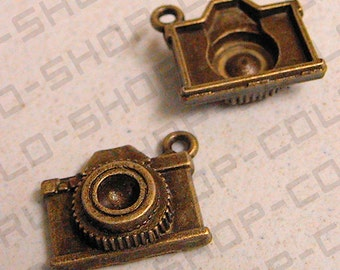 Vintage Camera Pendant Charm Alloy Gold/Green Antique Color size 21mm Sold by one pack of 2 pcs, 7.3 grams