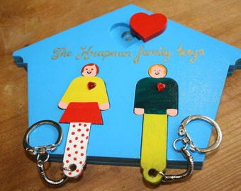 His and her family wooden keyholder