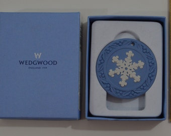 "WEDGWOOD Christmas Tree SNOWFLAKE ORNAMENT ""Signals"" 