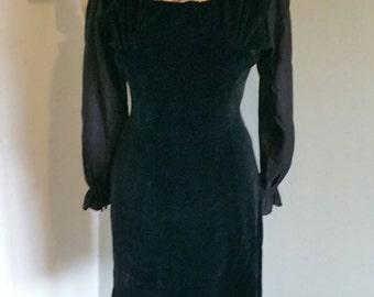 Beautiful fitted 1960s gothic style velvet and lace shift dress.
