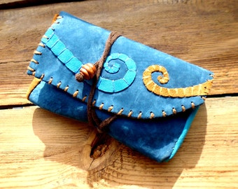 Blue and ochre tobacco pouch decorated with spirals