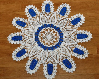Doily form flower blue and white