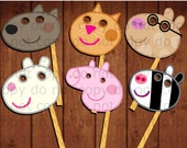 12 Peppa Pig Photo booth props (12 characters), you can't miss the photo booth for your Peppa Pig Party party and here is all you need!